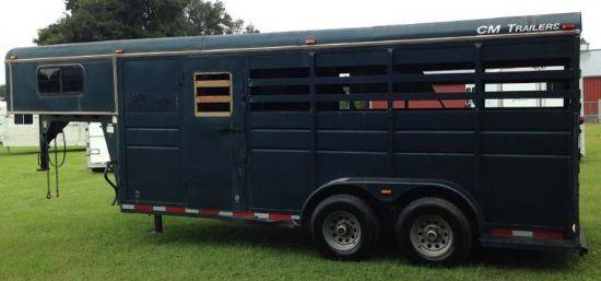 2000 CM   3 Horse Slant Load Gooseneck Horse Trailer