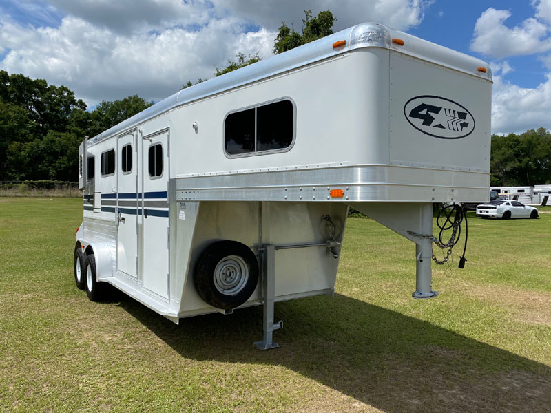 2006 4 Star with Dressing Room  2 Horse Straight Load Gooseneck Horse Trailer