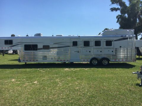 2018 4 Star 15' LQ  4 Horse Slant Load Gooseneck Horse Trailer With Living Quarters