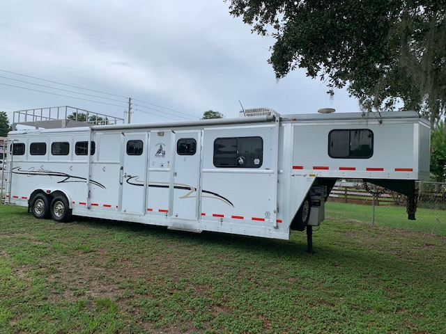2001 Jamco Extra Wide and Extra Tall  4 Horse Slant Load Gooseneck Horse Trailer With Living Quarters