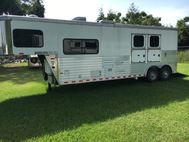 2014 Sundowner   2 Horse Slant Load Gooseneck Horse Trailer With Living Quarters