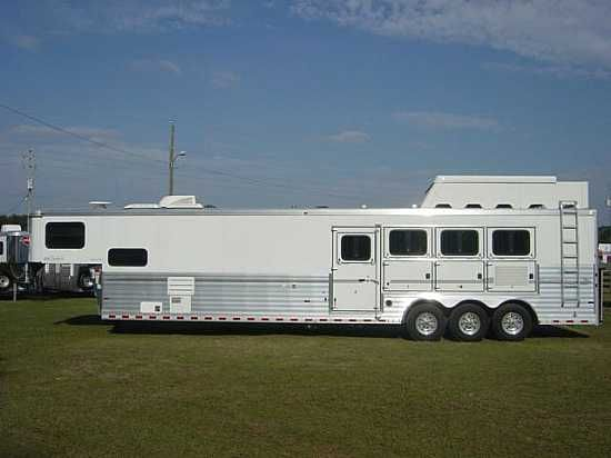 2009 Sundowner 8016  4 Horse Slant Load Gooseneck Horse Trailer With Living Quarters