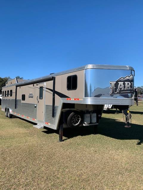 2018 Bison Coach  4 Horse Slant Load Gooseneck Horse Trailer With Living Quarters