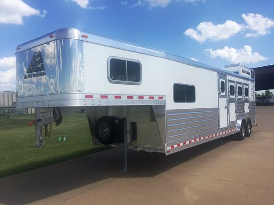 "2019 Elite 10'8"" Outback Conversion  4 Horse Slant Load Gooseneck Horse Trailer With Living Quarters"