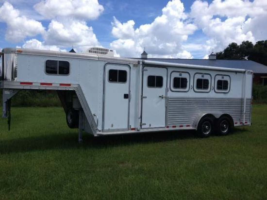 2000 Featherlight Weekender  4 Horse Slant Load Gooseneck Horse Trailer With Living Quarters