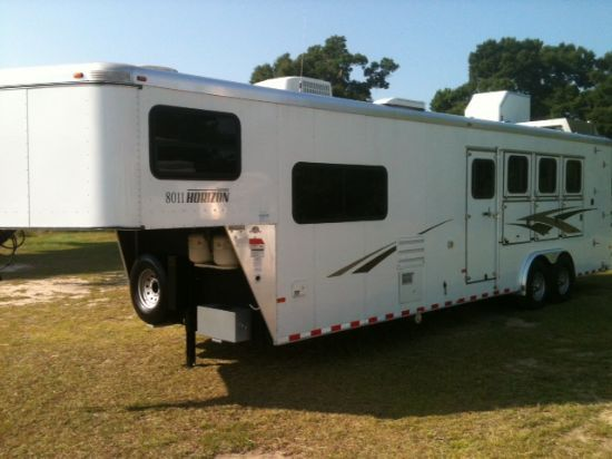2009 Sundowner 8011  4 Horse Slant Load Gooseneck Horse Trailer With Living Quarters
