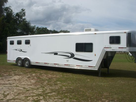 2002 Exiss with Mid Tack  3 Horse Slant Load Gooseneck Horse Trailer With Living Quarters