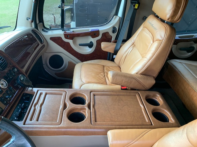 2006 Freightliner Sport Chassis Truck