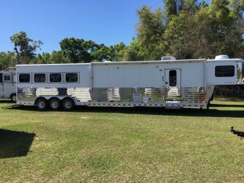 2009 Sundowner 8018  4 Horse Slant Load Gooseneck Horse Trailer With Living Quarters