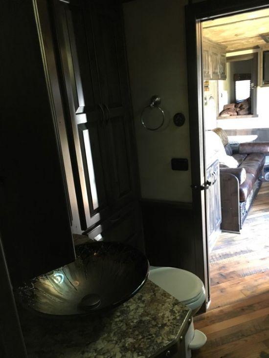 2015 Hart   4 Horse Slant Load Gooseneck HOLD - DO NOT DISPLAY With Living Quarters