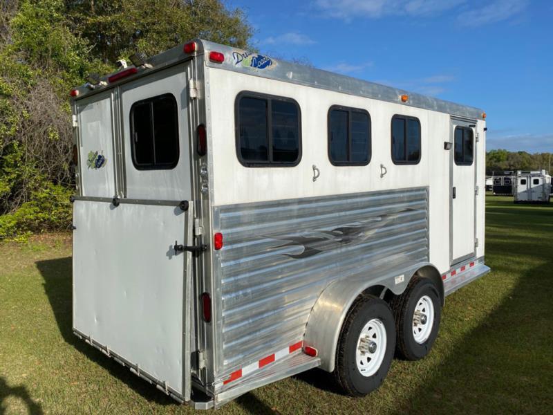 2004 Dream Coach   3 Horse Slant Load Bumperpull Horse Trailer