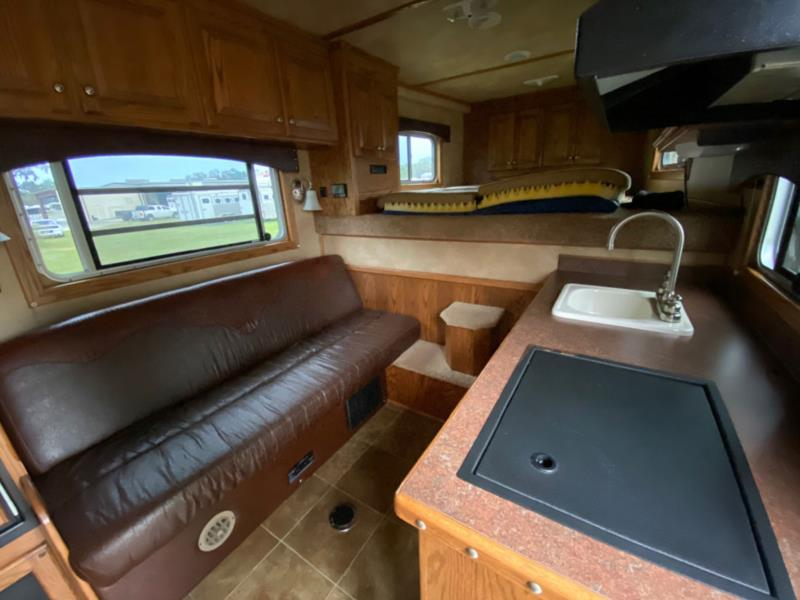 2013 4 Star   3 Horse Horse Trailer With Living Quarters