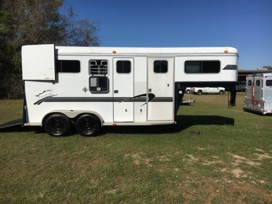 2003 Trailers USA  Straight Load Gooseneck Horse Trailer