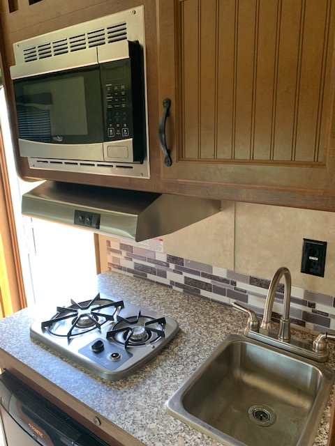 2019 Bison Trail Boss Gooseneck Horse Trailer With Living Quarters SOLD!!!