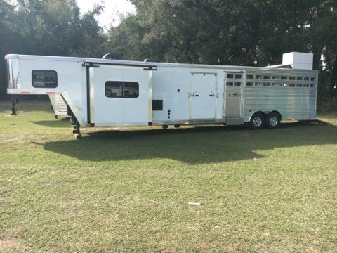 2018 Merhow Mid tack with bunks  4 Horse Gooseneck Horse Trailer With Living Quarters SOLD!!!