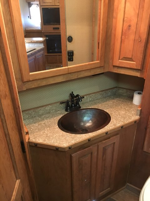 2016 Elite   3 Horse Slant Load Gooseneck Horse Trailer With Living Quarters