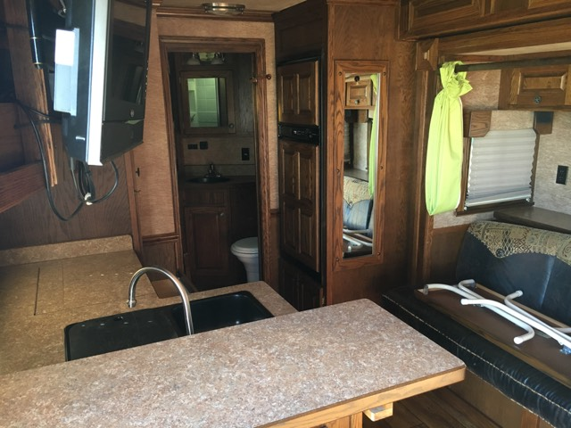 2011 Merhow   3 Horse Slant Load Gooseneck Horse Trailer With Living Quarters