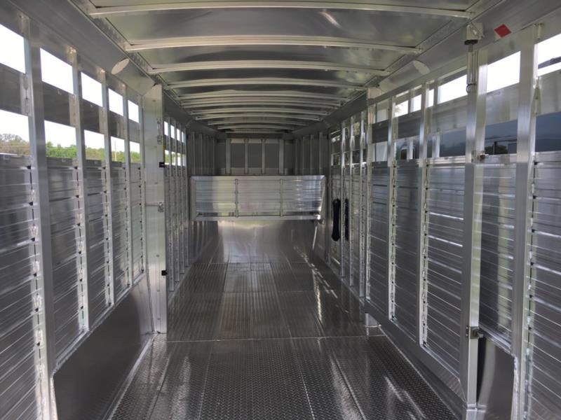 2004 4 Star 4-5 Head to Head  5 Horse Straight Load Gooseneck Horse Trailer SOLD!!!