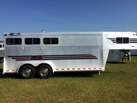 2000 Fourstar   3 Horse Slant Load Gooseneck Horse Trailer