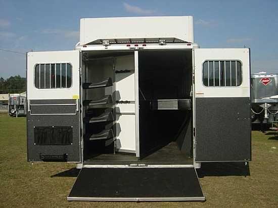 2009 Sundowner 8016  4 Horse Slant Load Gooseneck Horse Trailer With Living Quarters