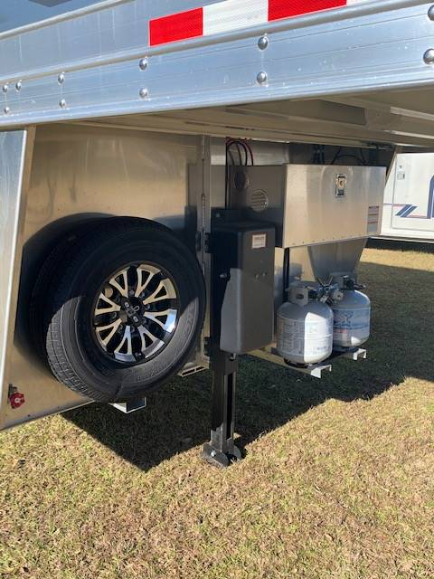 2020 4 Star   2 Horse Straight Load Gooseneck Horse Trailer With Living Quarters SOLD!!!