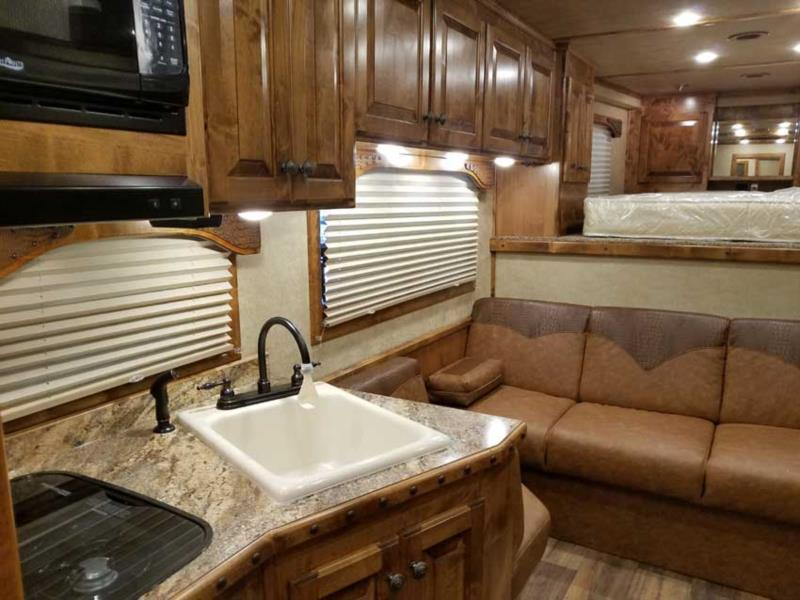2019 4 Star Trail Boss Conversion  3 Horse Slant Load Gooseneck Horse Trailer With Living Quarters